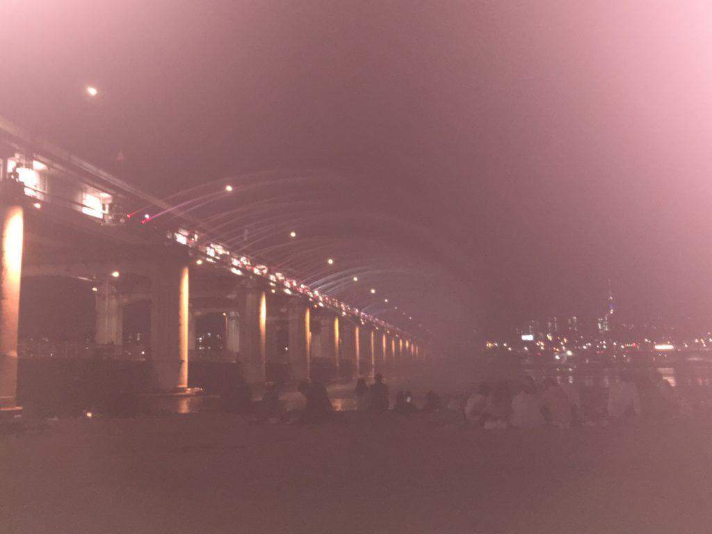 10月まで開催される漢江公園の噴水ショー
