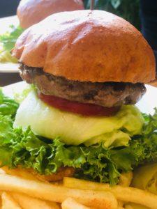 豊橋発のバーガーショップのハンバーガー写真